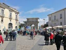 Benevento - demostración del sindicato en el Arco Traiano fotografía de archivo