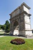 Benevento (Italia): Arco di Traiano Fotografía de archivo