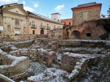 Benevento - Roman Ruins con nieve Imagen de archivo libre de regalías
