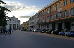 Benevento - Viale San Lorenzo antes de la procesión Imagenes de archivo