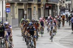 Benevento, zeventiende kan 2015 - de auto van girod'italia 2015 met fietsenreserve Royalty-vrije Stock Afbeelding