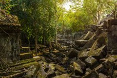 Beng Mealea, ruínas desmoronadas do templo na selva perto de Siem Reap imagem de stock