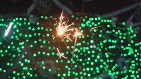 Bengal bränder, tomtebloss och färgrik bokehjul, bakgrund för nytt år stock video