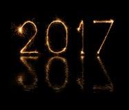 2017 bengalas del fuego artificial de la Feliz Año Nuevo Imágenes de archivo libres de regalías