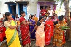 bengali gifta sig för india ritualer Arkivbild