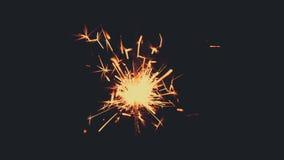 Bengalia światła palenie z jaskrawym błyska na czarnym tle zdjęcie wideo