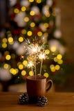 Bengalia pożarniczy i kolorowi bokeh boże narodzenia, nowego roku tło zaświecają z bliska zdjęcie royalty free