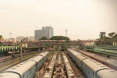 Bengaluru, ИНДИЯ - 03,2019 -го июнь: Вид с воздуха терминала нижней конструкции железнодорожного на железнодорожном вокзале Банга стоковые изображения rf
