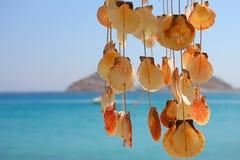 Bengelende Shells in een Klokkengelui van de Wind stock afbeelding