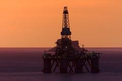 Benghisa, Malta - 3 dicembre 2015: Impianto offshore immagini stock libere da diritti
