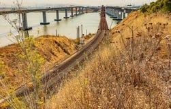 Benicia Martinez pociągu i samochodu mosty w Kalifornia fotografia royalty free