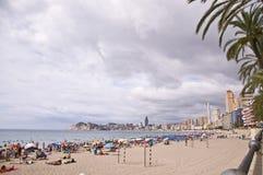 BENIDORM SPANIEN - September 13, 2013: Strand av Poniente Royaltyfri Fotografi