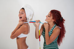 Benijdend meisje van een meisjes fysiek aspect Royalty-vrije Stock Fotografie