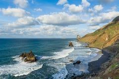 Benijo oceanu dzika Atlantycka plaża z czarnym piaskiem Obrazy Stock