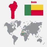 Benin översikt på en världskarta med flagga- och översiktspekaren också vektor för coreldrawillustration stock illustrationer