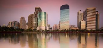 Benjakiti公园日落-曼谷 免版税图库摄影