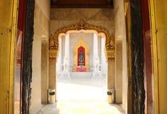 Benjamabophit tempelbakdörr Royaltyfri Foto