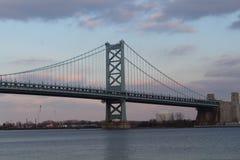 Benjamin Franklin Bridge em Philadelphfia fotos de stock royalty free