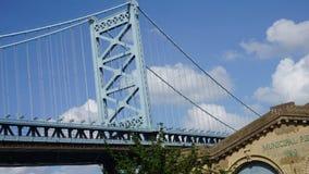 Benjamin Franklin Bridge i Philadelphia Arkivbilder
