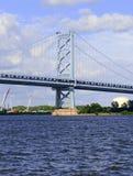 Benjamin Franklin Bridge som kallas officiellt Ben Franklin Bridge som spänner över Delawaret River som sammanfogar Philadelphia Fotografering för Bildbyråer