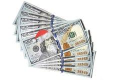 Benjamin Franklin en un sombrero de Santa Claus en un billete de banco del dólar aisló un fondo blanco Imagen de archivo