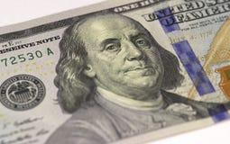 Benjamin Franklin font face sur macro de billet d'un dollar des USA cent ou 100, plan rapproché d'argent des Etats-Unis image stock