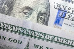 Benjamin Franklin hace frente en nosotros a cientos macros del billete de dólar imagenes de archivo
