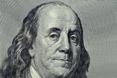 Benjamin Franklin-Nahaufnahme auf einem grauen Hintergrund lizenzfreie stockfotos
