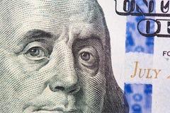 Benjamin Franklin op ons de macro van de honderd dollarrekening stock foto
