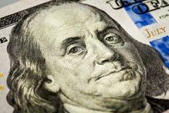 Benjamin Franklin-portretmacro van rekening die 100 wordt geschoten Stock Foto's