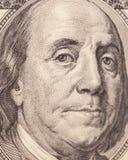 Benjamin Franklin stående från en räkning $100 Fotografering för Bildbyråer