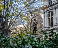 Benjamin Franklin Statue på det gamla stadshuset - Boston, Massachusetts, USA Royaltyfri Bild