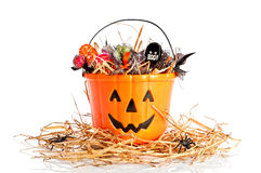 Benna di Halloween riempita caramella Immagini Stock