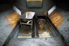 Benna e carriola sporche del catrame Fotografia Stock
