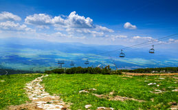 Benne suspendue au pleso de Skalnate, haut Tatra, Slovaquie Photographie stock libre de droits