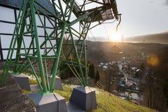benne suspendue dans le burg de ville historique près du solingen Allemagne photo stock
