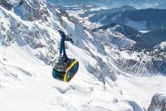 Benne suspendue de glacier de Dachstein en hiver Image stock