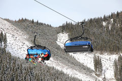 Benne suspendue moderne dans la station de sports d'hiver Jasna, Slovaquie Photographie stock