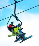 Benne suspendue sur la station de sports d'hiver Images libres de droits