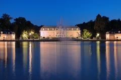 Benrath宫殿在杜塞尔多夫晚上,德国 库存图片