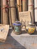 Bens antigos indicados em uma feira da ladra ensolarada, Pinyao, China Imagens de Stock Royalty Free