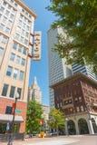 Bens imobiliários do arranha-céus moderno no centro da cidade Tulsa que inclui Mayo Fotografia de Stock