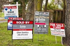 Bens imobiliários para sinais da venda Foto de Stock Royalty Free