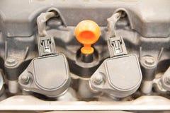 Bensin tankade bilmotorn Arkivbild