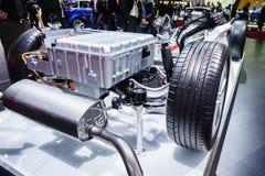 Bensin tankade bilmotorn Arkivfoton