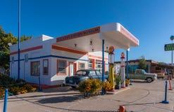 Bensinstation i den Williams staden i Arizona USA En av staden på den berömda Route 66 i USA Arkivfoton