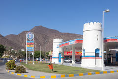 Bensinstation i emiraten av Fujairah Arkivfoton