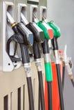 Bensinstation med pistolfattanden för bensin och diesel arkivfoto