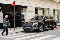 Bentley Bentayga sulle vie di Parigi Fotografia Stock