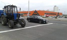 Bentley e trattore Fotografia Stock Libera da Diritti